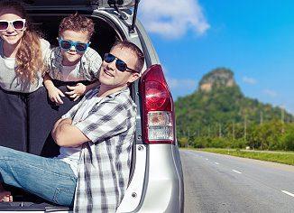 Familie im Auto