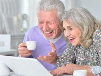 Großeltern im Videochat mit den Enkeln