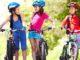 Kinder mit ihren Fahrrädern am Tag der Verkehrssicherheit
