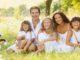 Familie nimmt eine Corona Auszeit