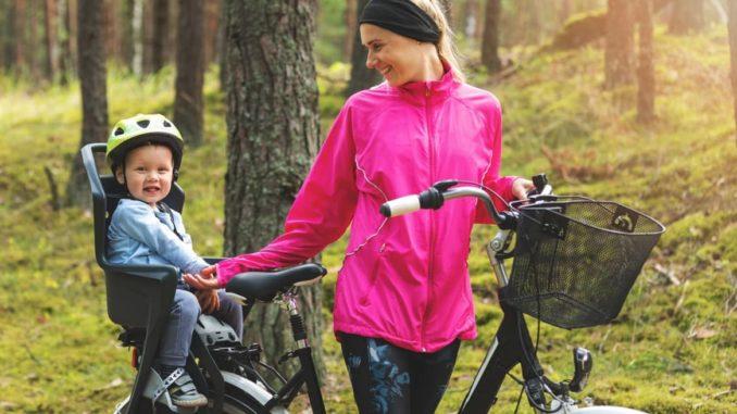 Kind im Fahrradsitz