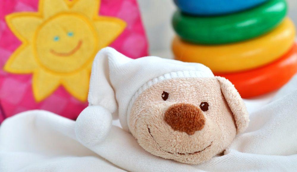 Sinnvolles Babyspielzeug Babyspielsachen von 0 12 Monate