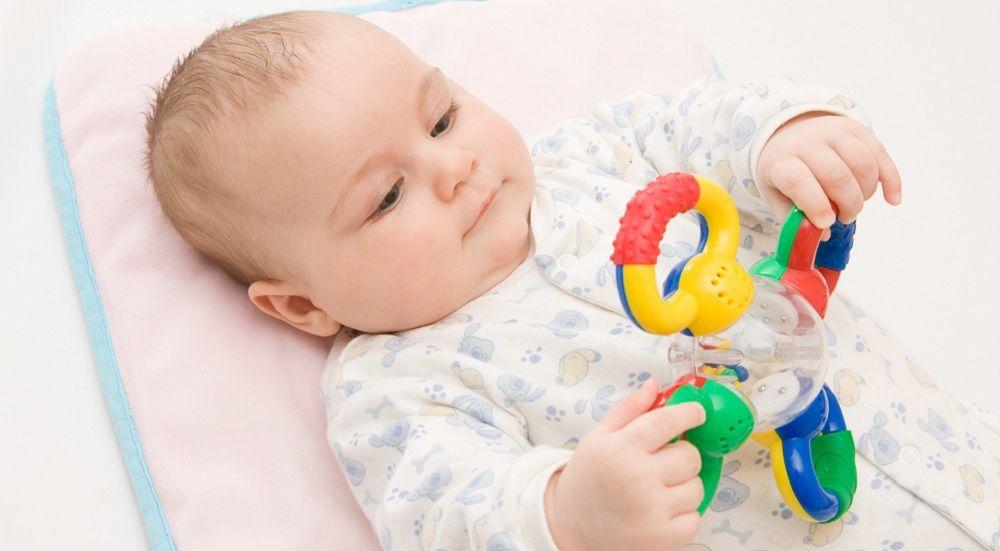 Babyspielzeug ab 6 Monate Baby beschäftigen mit Rassel