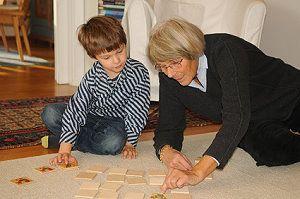 kleinkind übernachtet bei oma