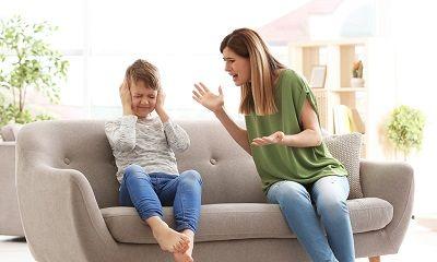 Mutter bestraft ihren Sohn