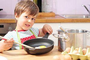 kochen mit kindern wie kinder kochen lernen. Black Bedroom Furniture Sets. Home Design Ideas