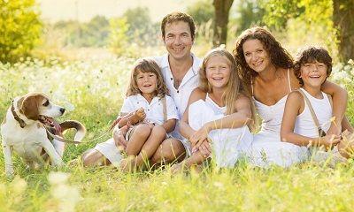 Eltern und Kinder treffen gemeinsam Entscheidungen